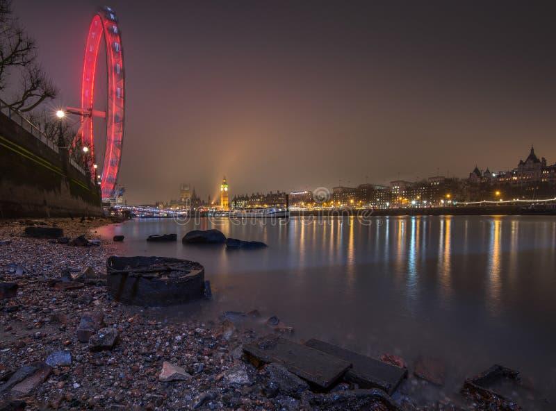 Paysage urbain de Londres la nuit images stock