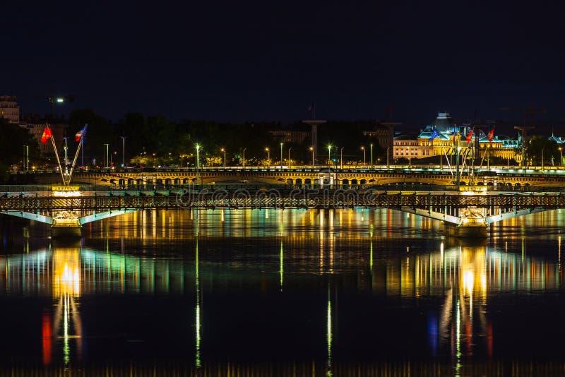 Paysage urbain de Lyon, France la nuit photographie stock libre de droits