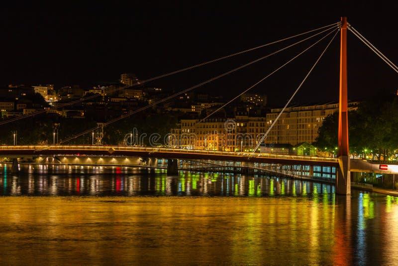 Paysage urbain de Lyon, France la nuit image libre de droits