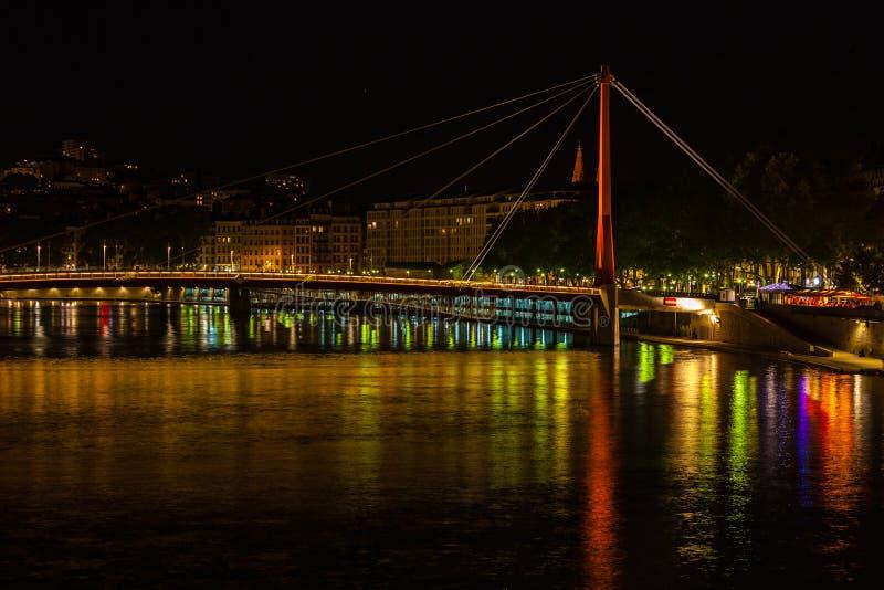 Paysage urbain de Lyon, France la nuit photos stock