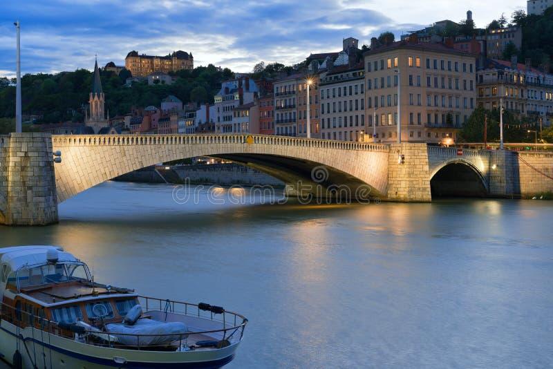 Paysage urbain de Lyon la nuit photos stock