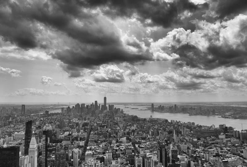 Paysage urbain de New York Panorama de New York City Manhattan avec le dramat photographie stock libre de droits