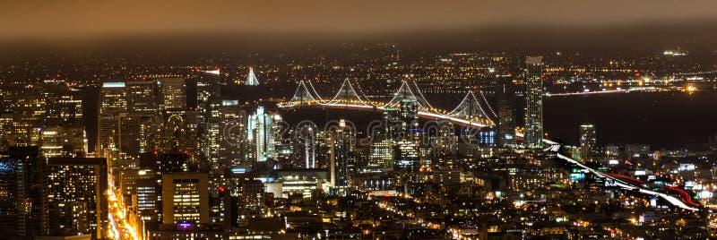 paysage urbain de nuit à San Francisco images stock