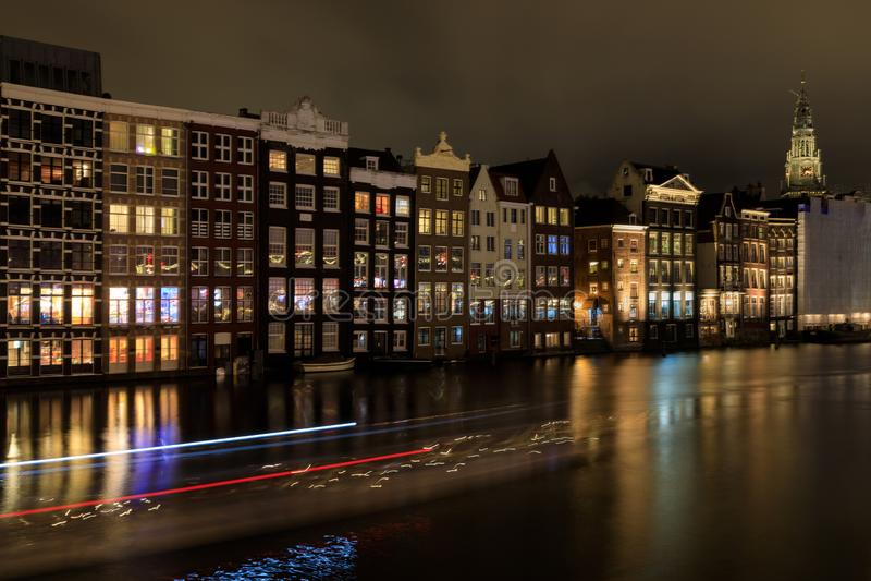 Paysage urbain de nuit d'Amsterdam photos stock