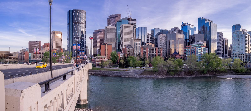 Paysage urbain de nuit de Calgary, Canada images stock