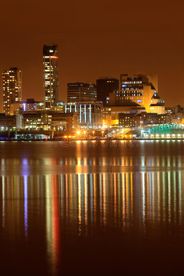 Paysage urbain de nuit de Liverpool photo libre de droits