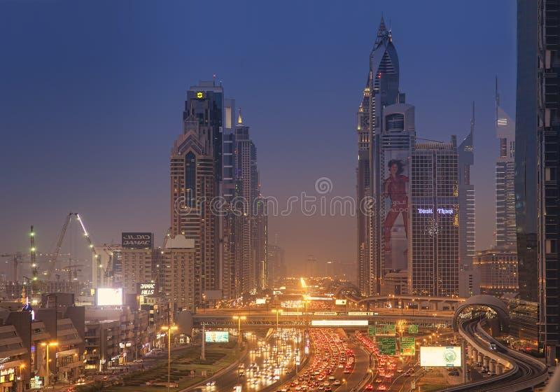 Paysage urbain de nuit de ville de Dubaï, Emirats Arabes Unis photos libres de droits