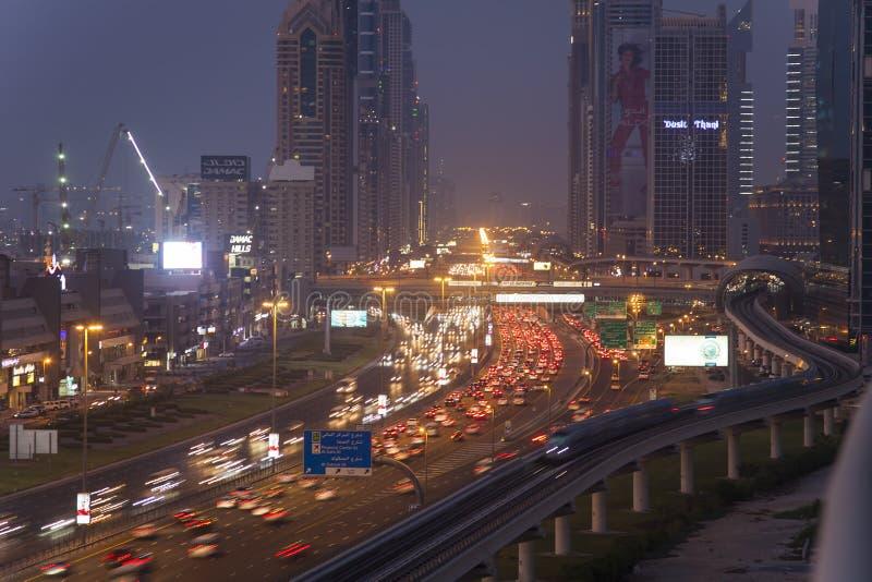Paysage urbain de nuit de ville de Dubaï, Emirats Arabes Unis images libres de droits
