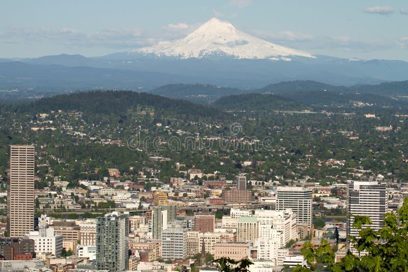 Paysage urbain de Portland Orégon avec le capot de support images libres de droits