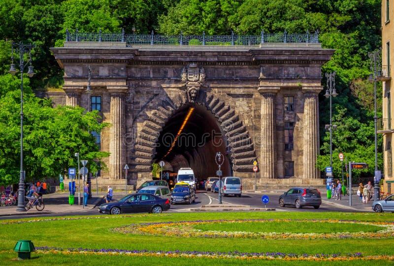 Paysage urbain de ressort de Budapest avec Adam Clark Tunnel sous Buda Castle Hill photographie stock