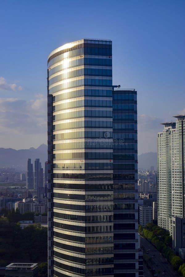 Paysage urbain de Séoul - vue d'angle faible images stock