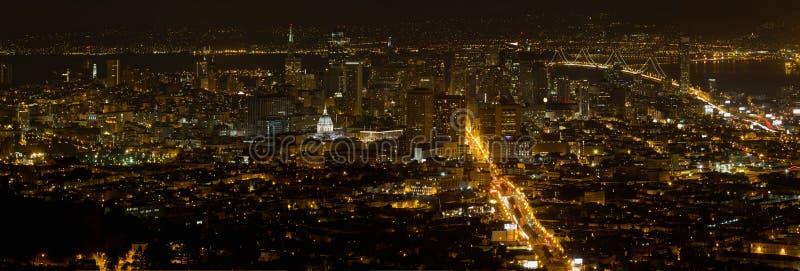 Paysage urbain de San Francisco au panorama de nuit photo libre de droits