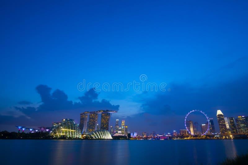 Paysage urbain de Singapour au crépuscule Paysage de mod d'affaires de Singapour image libre de droits