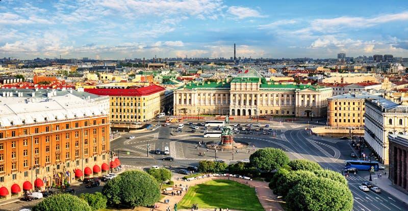 Paysage urbain de St Petersbourg au jour, Russie images stock