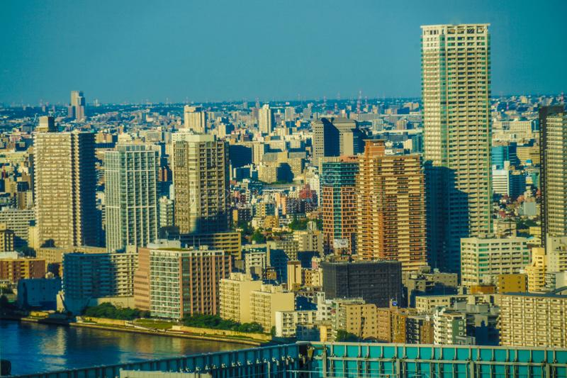 Paysage urbain de Tokyo vu à partir du dessus de bord de la mer de World Trade Center photos stock