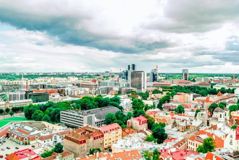 Paysage urbain de vieille ville historique de Tallinn - l'Estonie photo stock