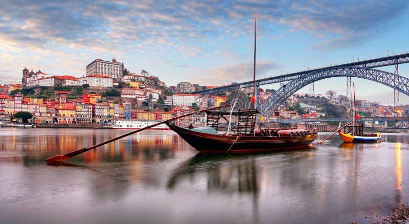Paysage urbain de vieille ville de Porto Porto, Portugal Vall?e de la rivi?re de Douro Panorama de la ville portugaise c?l?bre image libre de droits