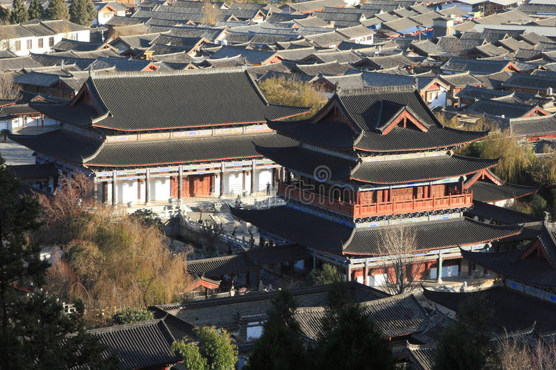 Paysage urbain de ville traditionnelle chinoise, Lijiang, Yunnan, Chine image stock