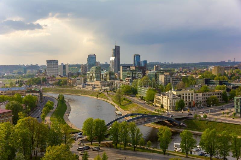 Paysage urbain de Vilnius Vue de la tour du Gediminas de l'Uppe images libres de droits