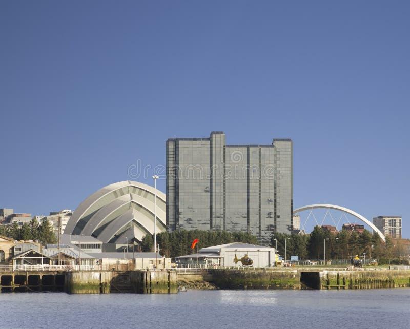Paysage urbain ensoleillé de Glasgow près de Clyde images libres de droits