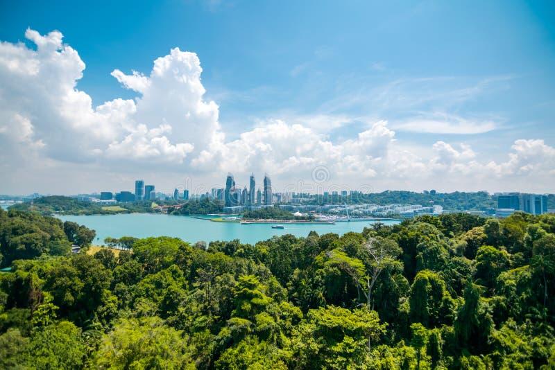 Paysage urbain et paysage d'île de Kepple à Singapour vue d'île de sentosa photographie stock libre de droits