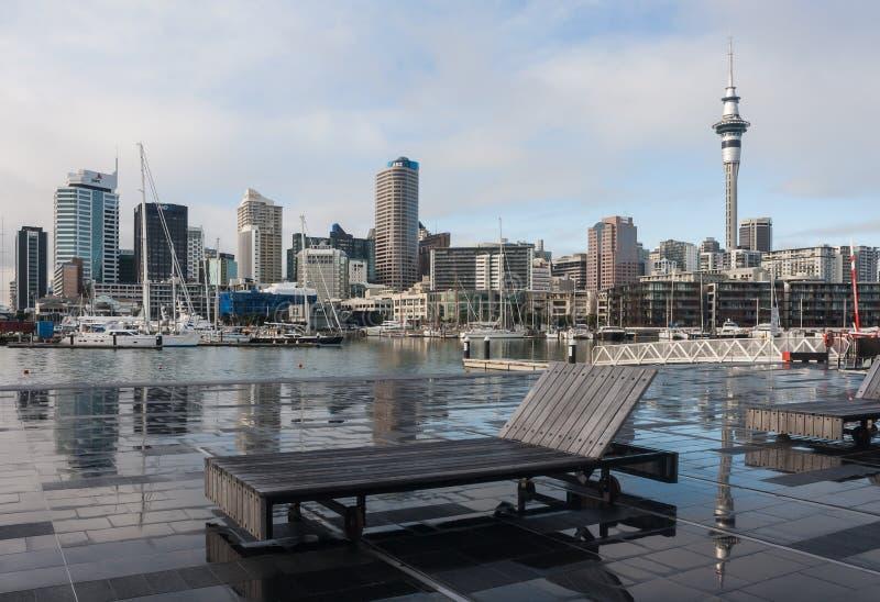 Paysage urbain et marina d'Auckland images libres de droits