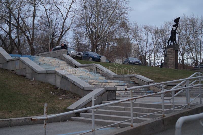 Paysage urbain Les escaliers escaladent la colline d'ascension Dans le cadre du monument au Komsomol photographie stock