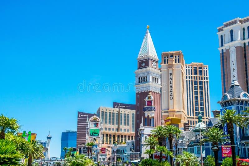 Paysage urbain lumineux pittoresque de Las Vegas Hôtels de luxe, casinos et centres commerciaux photos stock