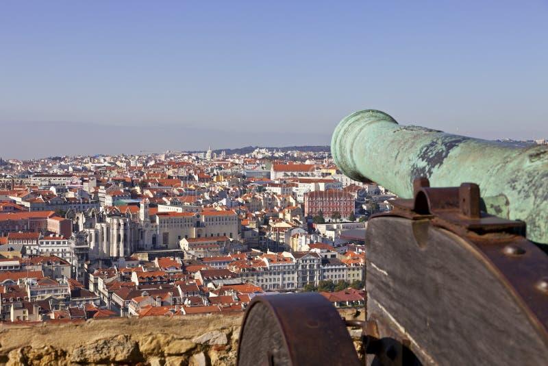 Paysage urbain médiéval de Lisbonne de château de canon photo libre de droits