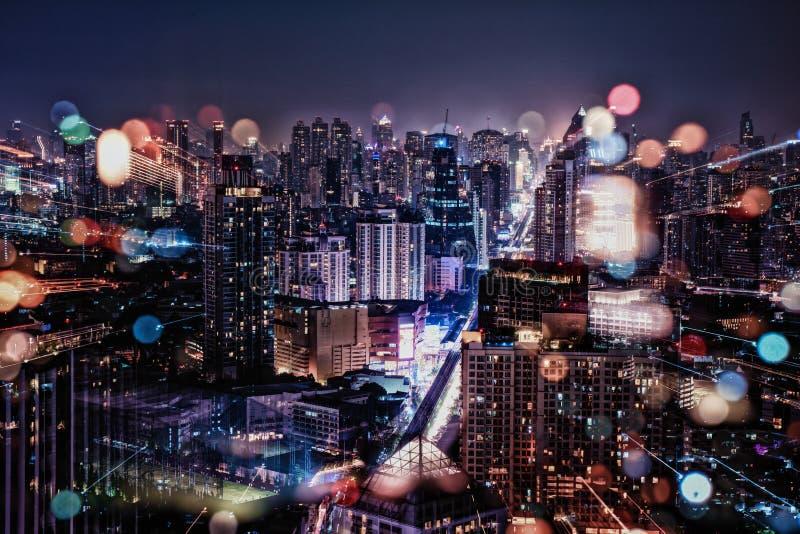 Paysage urbain pendant la nuit images libres de droits