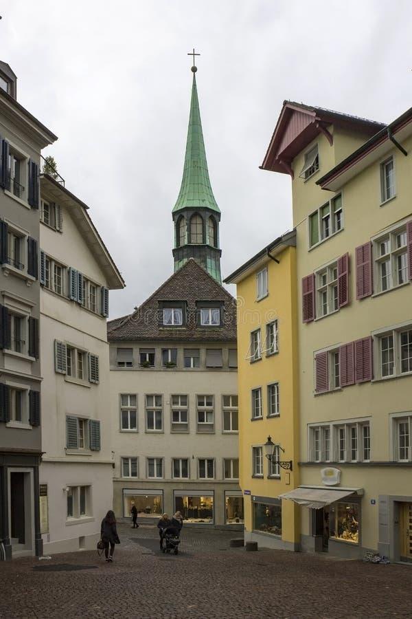 Paysage urbain suisse classique au jour pluvieux d'automne, Zurich, Suisse photo stock