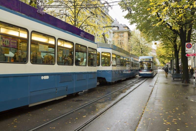 Paysage urbain suisse classique au jour pluvieux d'automne, Zurich, Suisse image stock