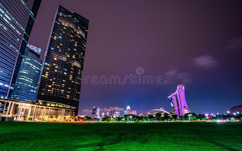 Paysage urbain ville moderne et financi?re de Singapour en Asie Paysage de nuit du b?timent et de l'h?tel d'affaires Recherche de image libre de droits