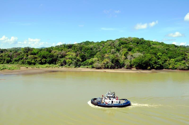 Paysage vert et industriel du canal de Panama photos libres de droits
