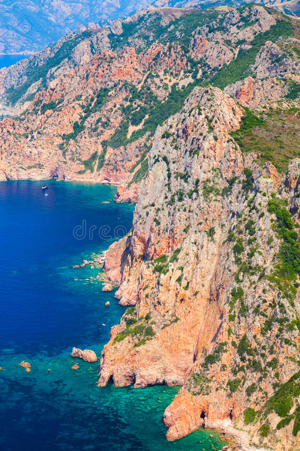 Paysage vertical d'île de Corse Capo Rosso photo stock