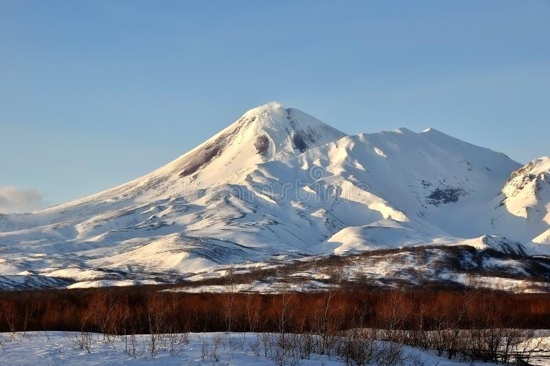 Download Paysage Volcanique De Bel Hiver Image stock - Image du émission, éjection: 87707387