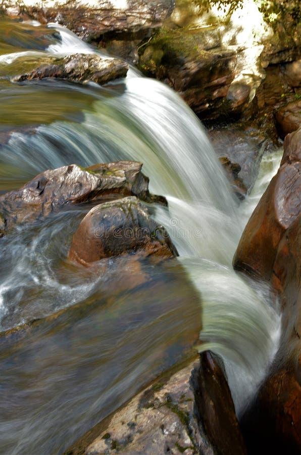 Paysages automnes de Braan d'Ecosse - rivière images libres de droits