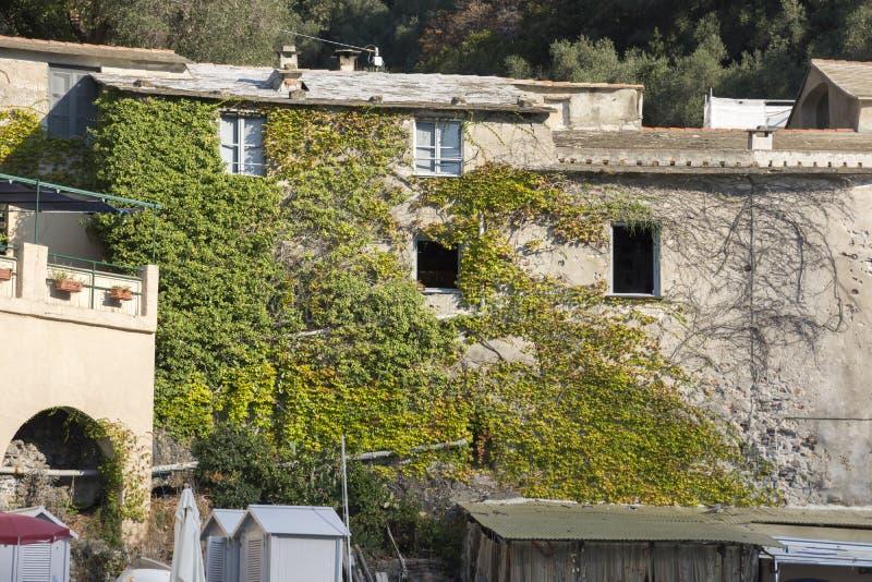 Paysages, maisons et villas sur la mer le long de la c?te de Portofino image stock