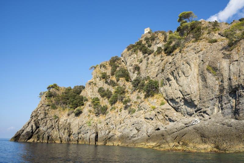 Paysages, maisons et villas sur la mer le long de la c?te de Portofino photos stock