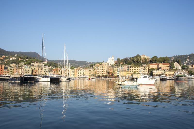 Paysages, maisons et villas sur la mer le long de la c?te de Portofino photographie stock