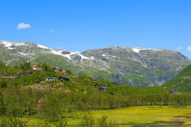 Paysages norvégiens stupéfiants de fjord et de montagne image libre de droits