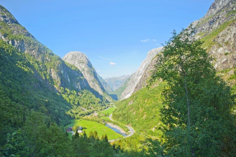 Paysages norvégiens stupéfiants pendant le tour d'autobus Gudvangen - Voss photos libres de droits