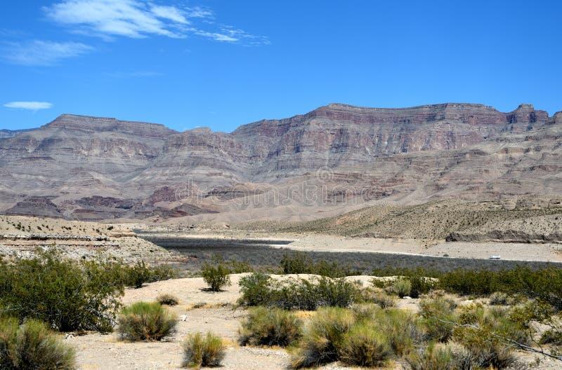 Paysages sur Pierce Ferry Road, Meadview Parc national de canyon grand, Arizona photos stock