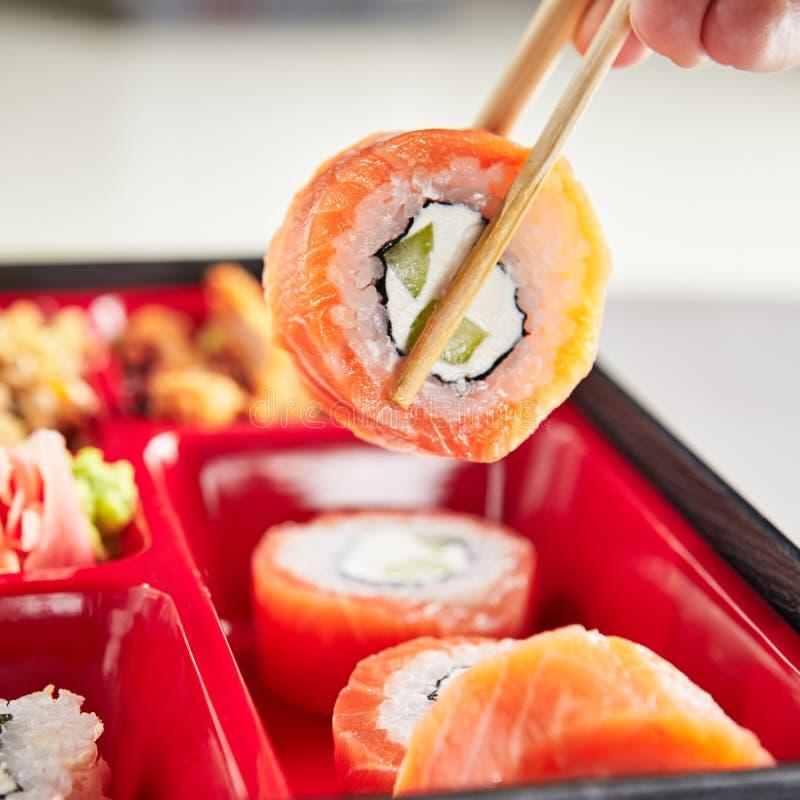 Paz del sushi Rolls en palillo fotografía de archivo