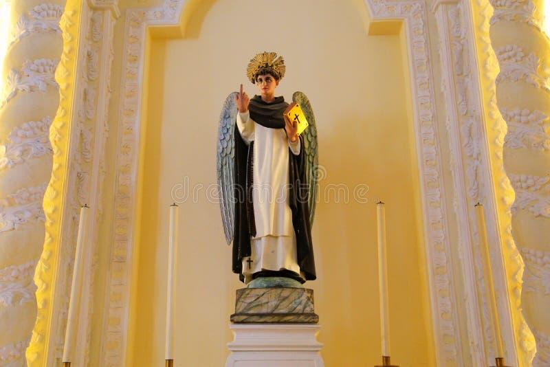 Paz e beleza na igreja imagem de stock royalty free