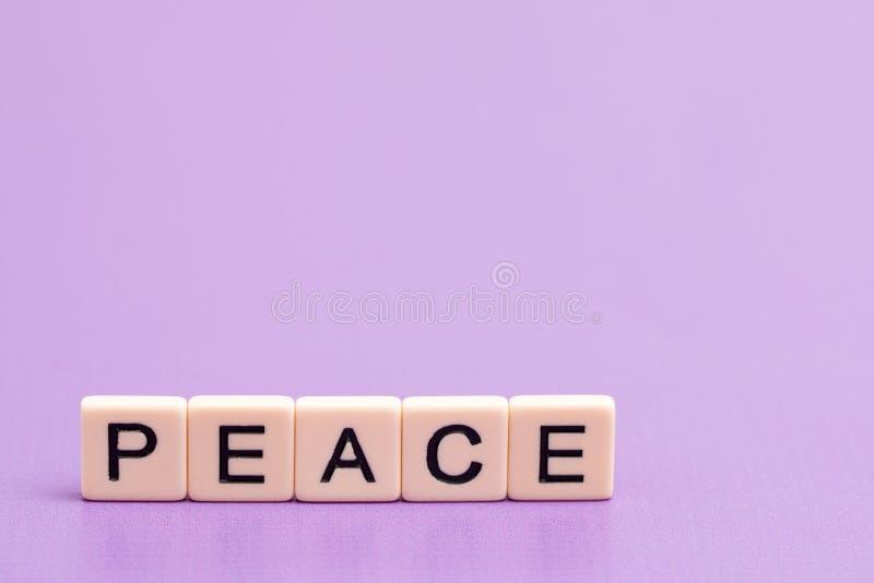 Paz soletrada para fora imagens de stock