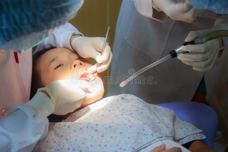 Paziente alla clinica dentaria fotografia stock