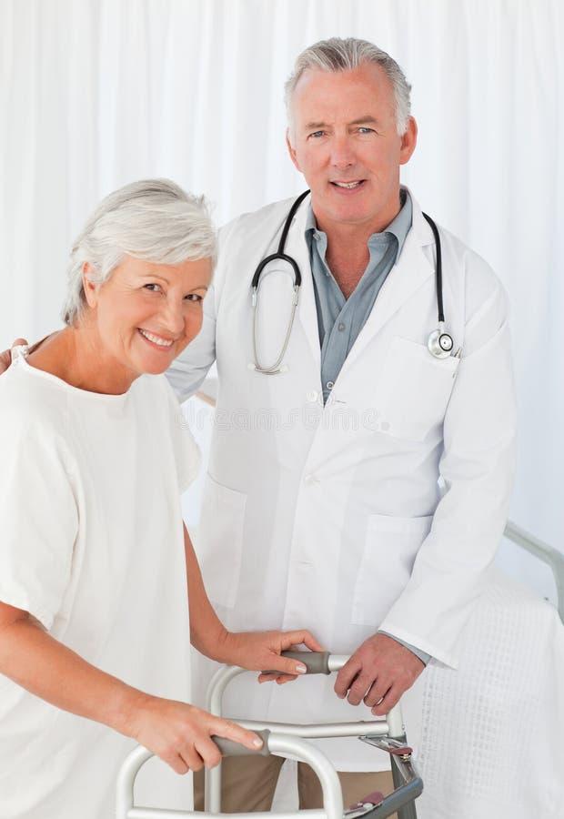 Paziente con il suo medico immagine stock