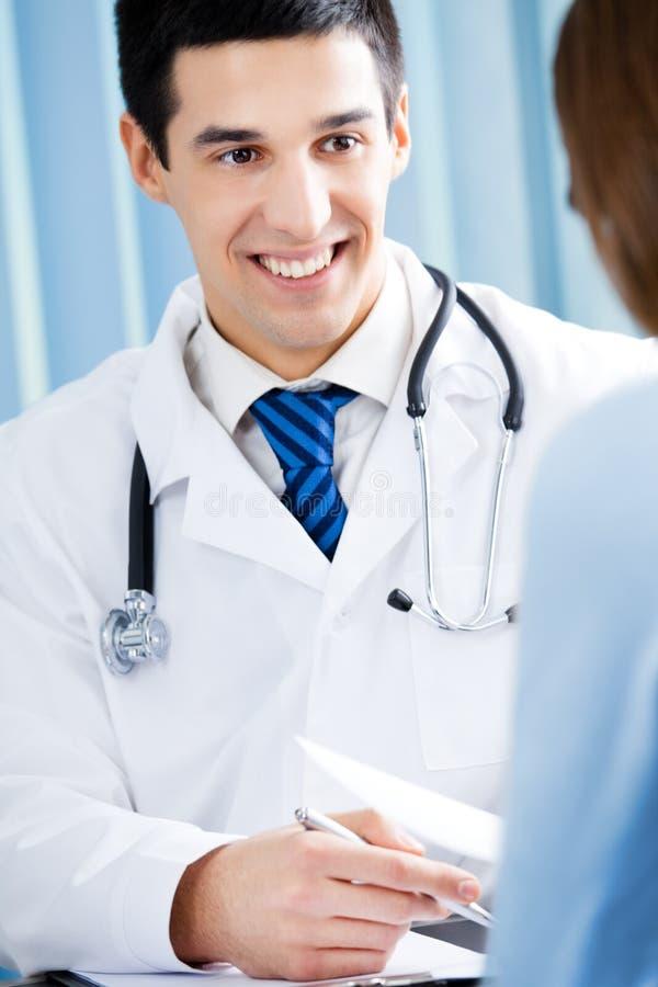 Paziente e medico fotografia stock libera da diritti