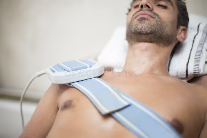 Paziente a fisioterapia fotografie stock libere da diritti